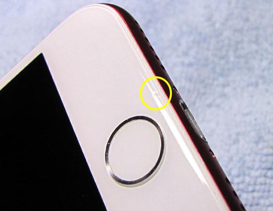 ホームボタン枠と丸枠内に微小傷があります