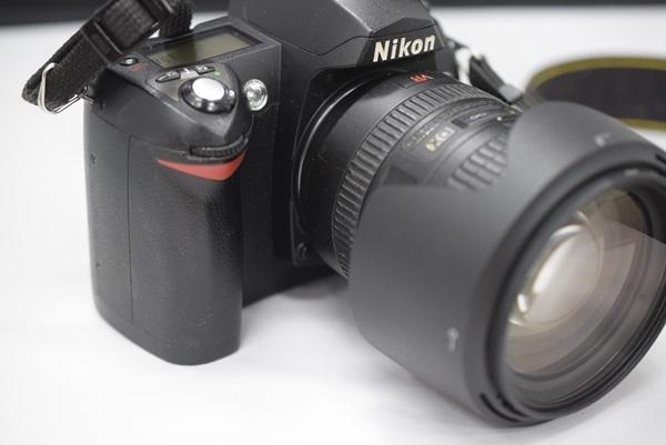 Nikon デジタル一眼レフカメラ D70 NikkorレンズAF-S DX VR Zoom-Nikkor 18-200mm f/3.5~5.6G IF-EDセット 動作確認済み_画像2