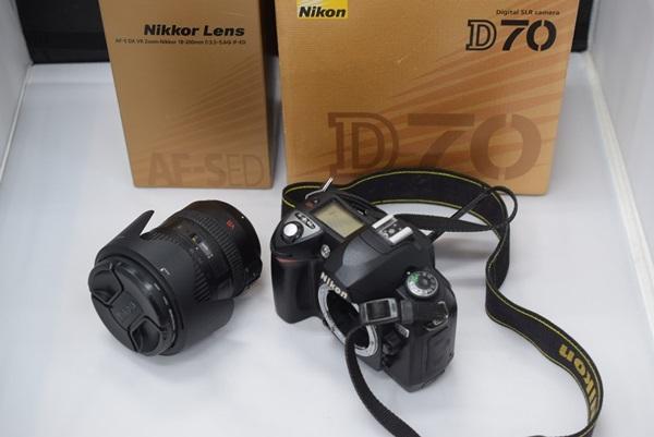 Nikon デジタル一眼レフカメラ D70 NikkorレンズAF-S DX VR Zoom-Nikkor 18-200mm f/3.5~5.6G IF-EDセット 動作確認済み_画像9