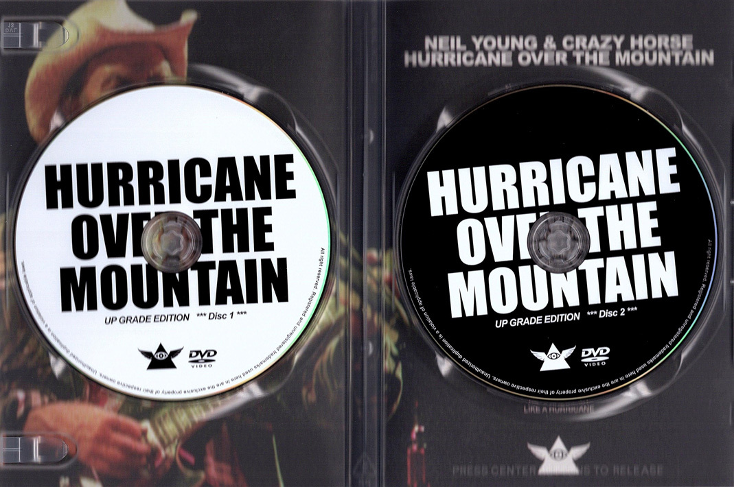 NEIL YOUNG & CRAZY HORSE / HURRICANE OVER THE MOUNTAIN - UP GRADE EDITION フジロック 2001 新品プレス盤2DVD_画像5