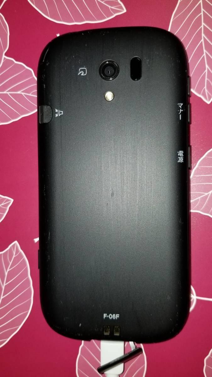 DOCOMO 富士通らくらくスマートフォン3 F-06F 本体 卓上ホルダー 予備電池セット_画像3