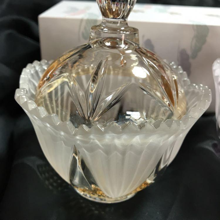錦松梅の入っていた ガラスの美しい容器 蓋付き2個組み_画像3