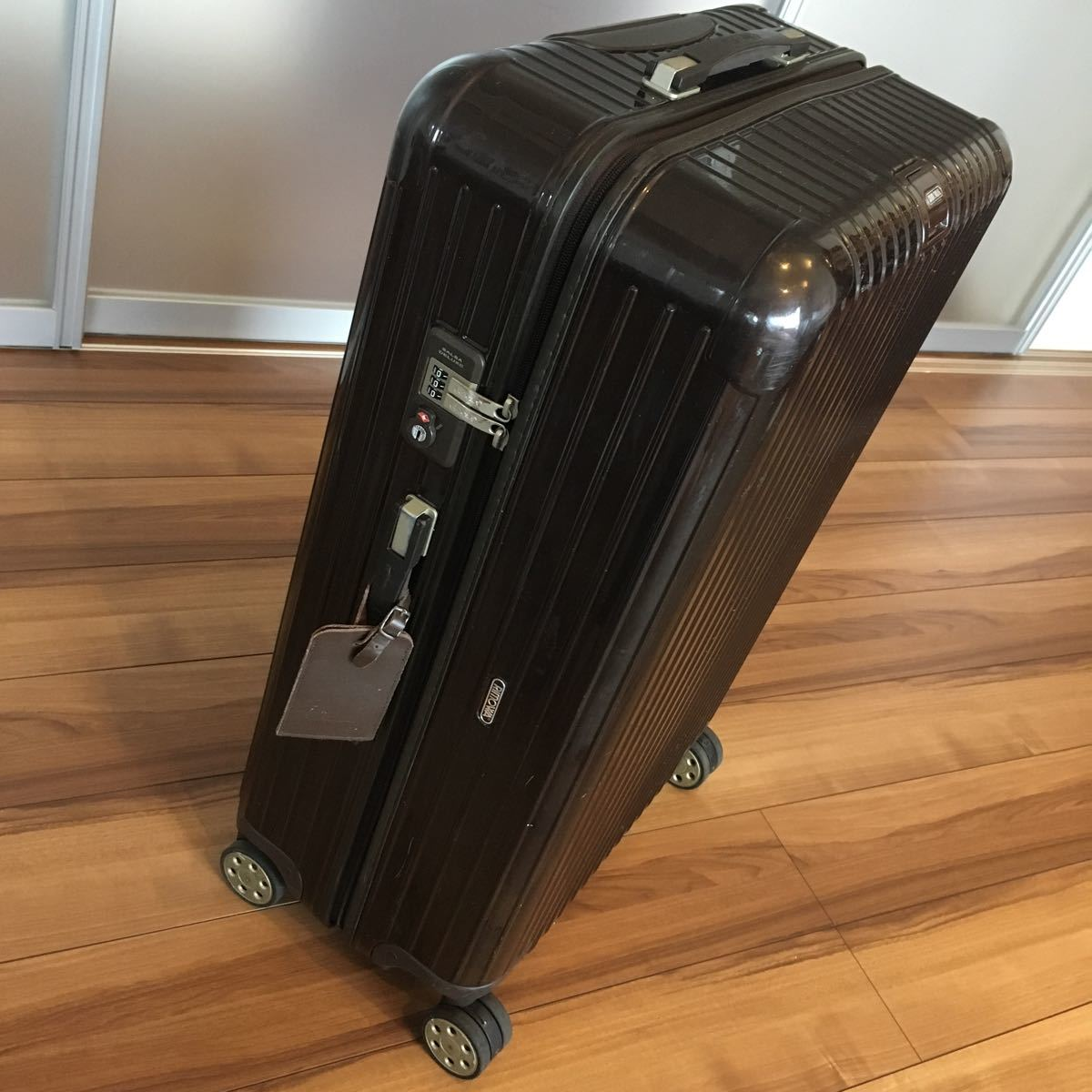 中古 RIMOWAリモワ サルサ デラックス 87L SALSA DELUXE キャリーバック スーツケース ブラウン 機内持ち込み不可 新型 TSA有 4輪 ゼロハリ_画像2