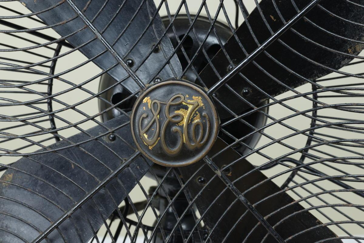 古い扇風機 芝浦製作所 黒色扇風機 12インチ 動作品 昭和レトロ_画像4