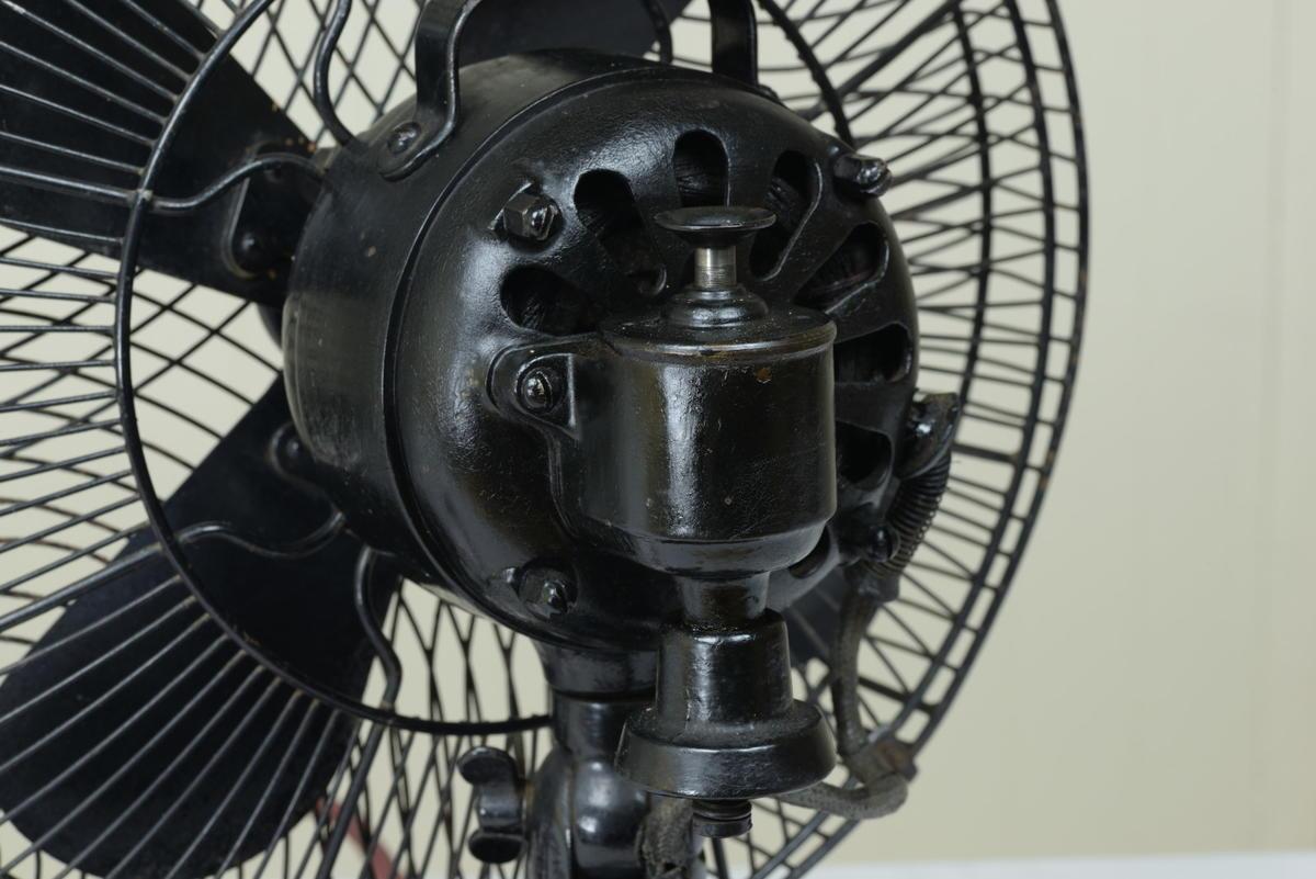 古い扇風機 芝浦製作所 黒色扇風機 12インチ 動作品 昭和レトロ_画像3