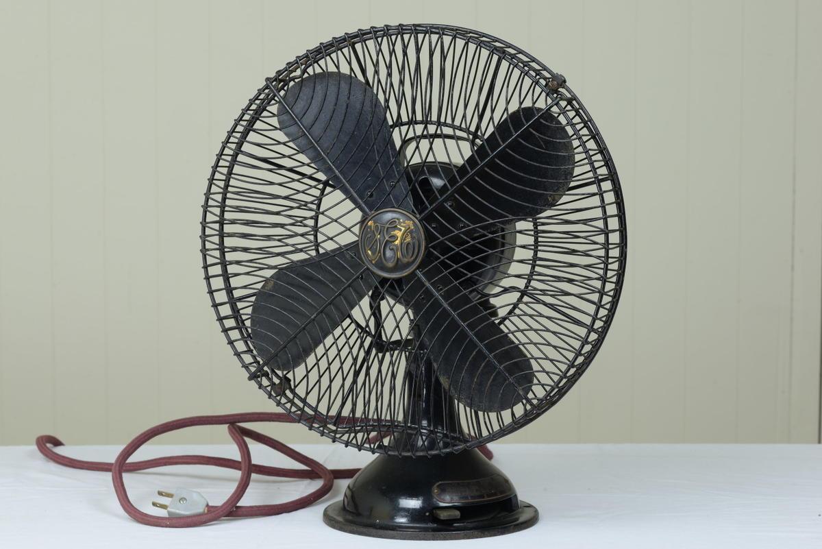 古い扇風機 芝浦製作所 黒色扇風機 12インチ 動作品 昭和レトロ
