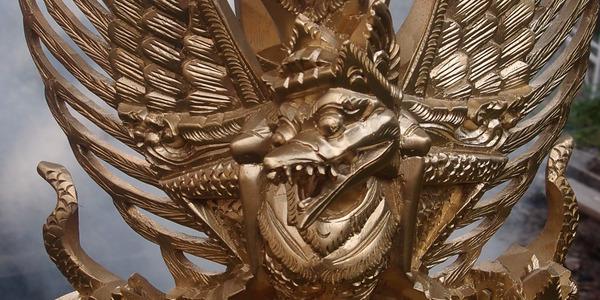 参考画像。我が家で祀っているガルーダ像