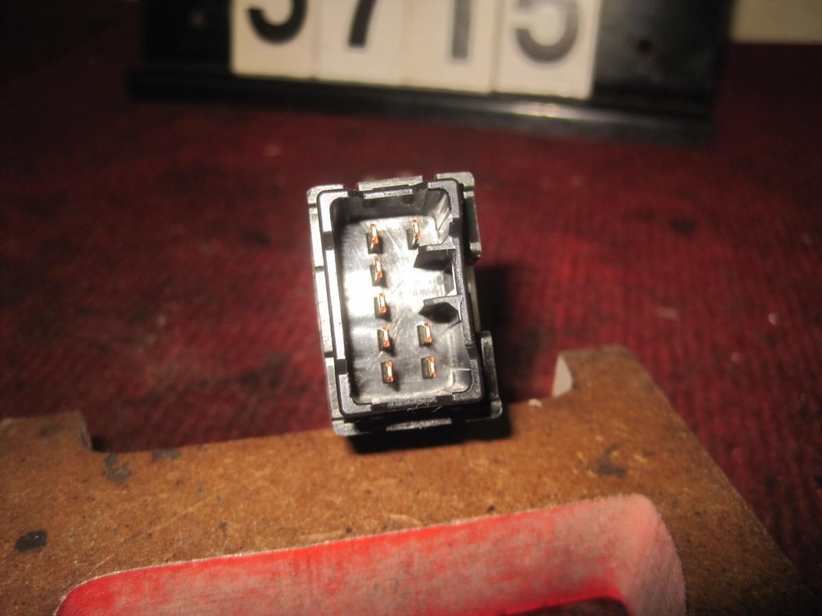 サンバートラック TT2 ハザードスイッチ_画像3