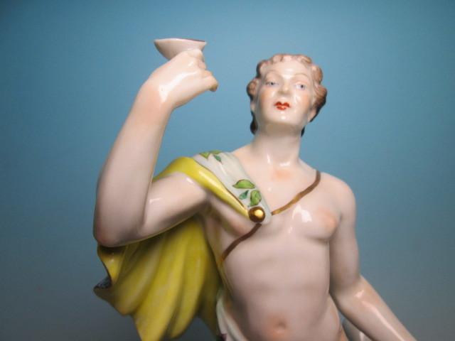 ☆西洋アンティーク・ドレスデン?酒杯を掲げる貴公子のフィギュア _画像2