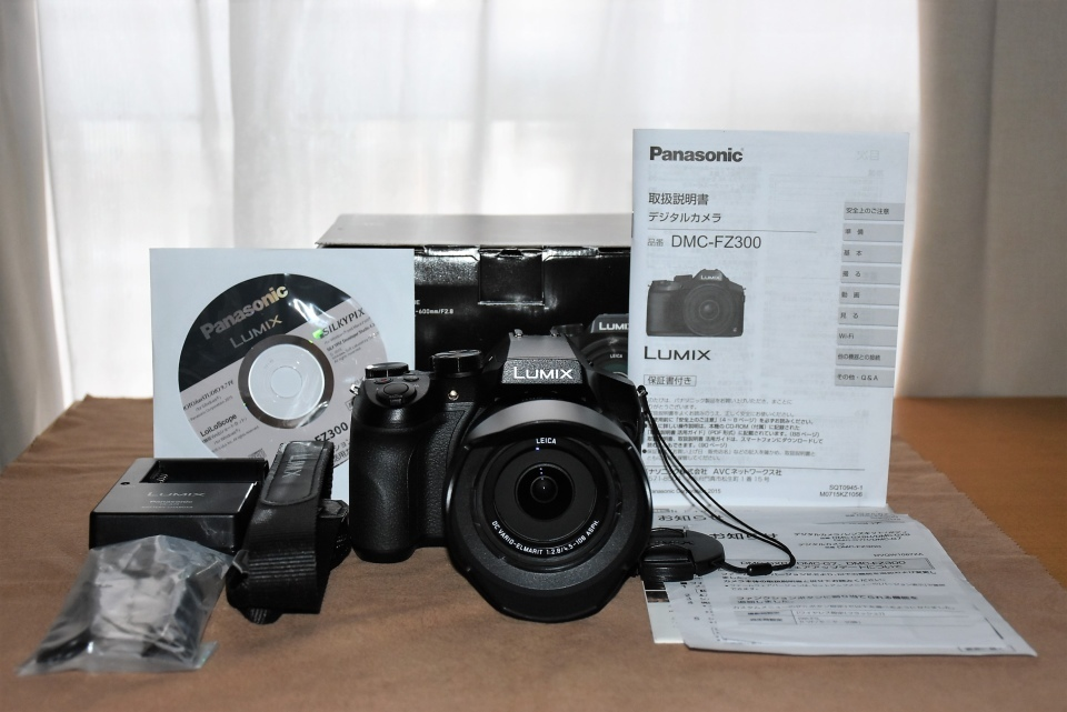 Panasonic パナソニック デジタルカメラ DMC-FZ300 4K ブラック 元箱・取説・すべて付属 美品・完動品