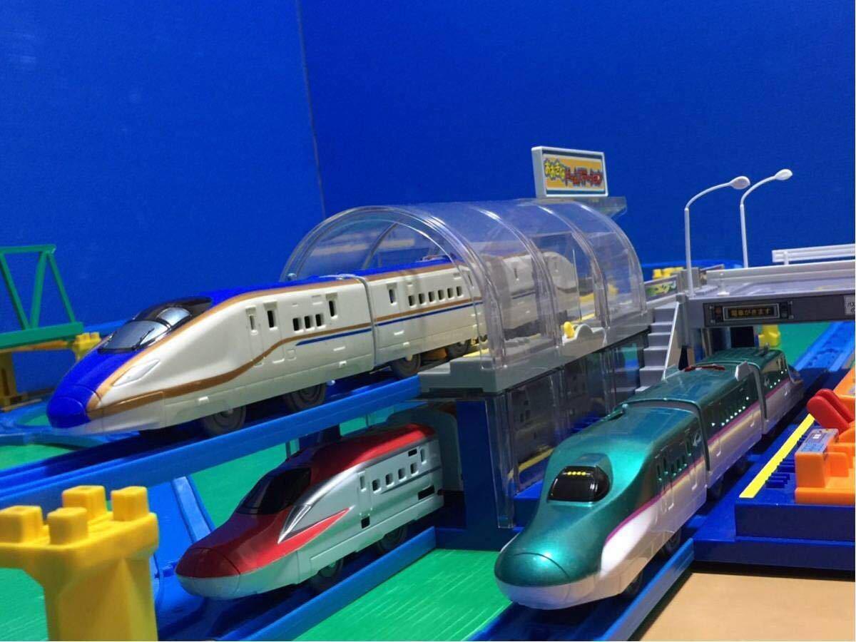 YS063 プラレール 大量 レイアウト ダブル ループ 大きな ドーム ステーション 直線 曲線 レール 背景 橋脚 新幹線 車両 駅 トンネル 車庫