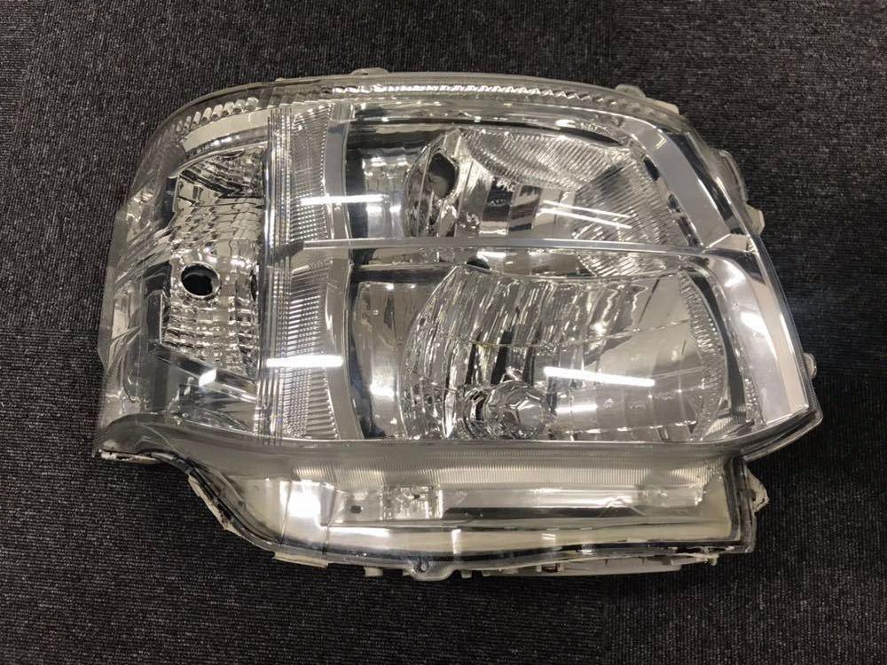 ハイエース200系 3型 ヘッドライト左右セット 美品HIDヘッドライト 格安1円スタート!!_画像4