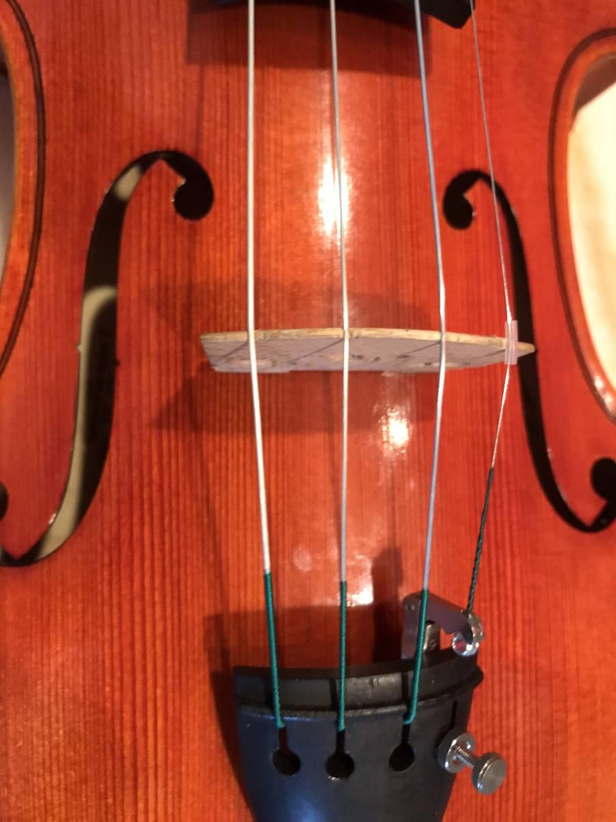 初心者の方お買得 スズキバイオリン1985年 美品 NO520 単板削出し手工品 ドイツオールド弓 カーボンケース新品 肩当 松脂 送料無料_画像4