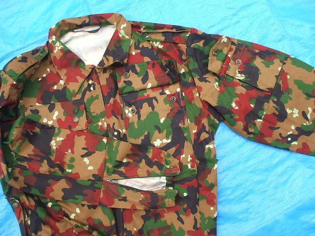 スイス軍M83アルペンカモ(迷彩)フィールドジャケット,1984-85年新品,size52(L寸),(19-7-9-1)_左袖に小ポケット、袖口はジッパー