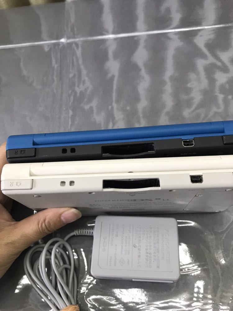 ニンテンドー NINTEND DSi LL 本体x2台 アダプターのみ付属 2台とも初期化済み 中古現状品_画像4