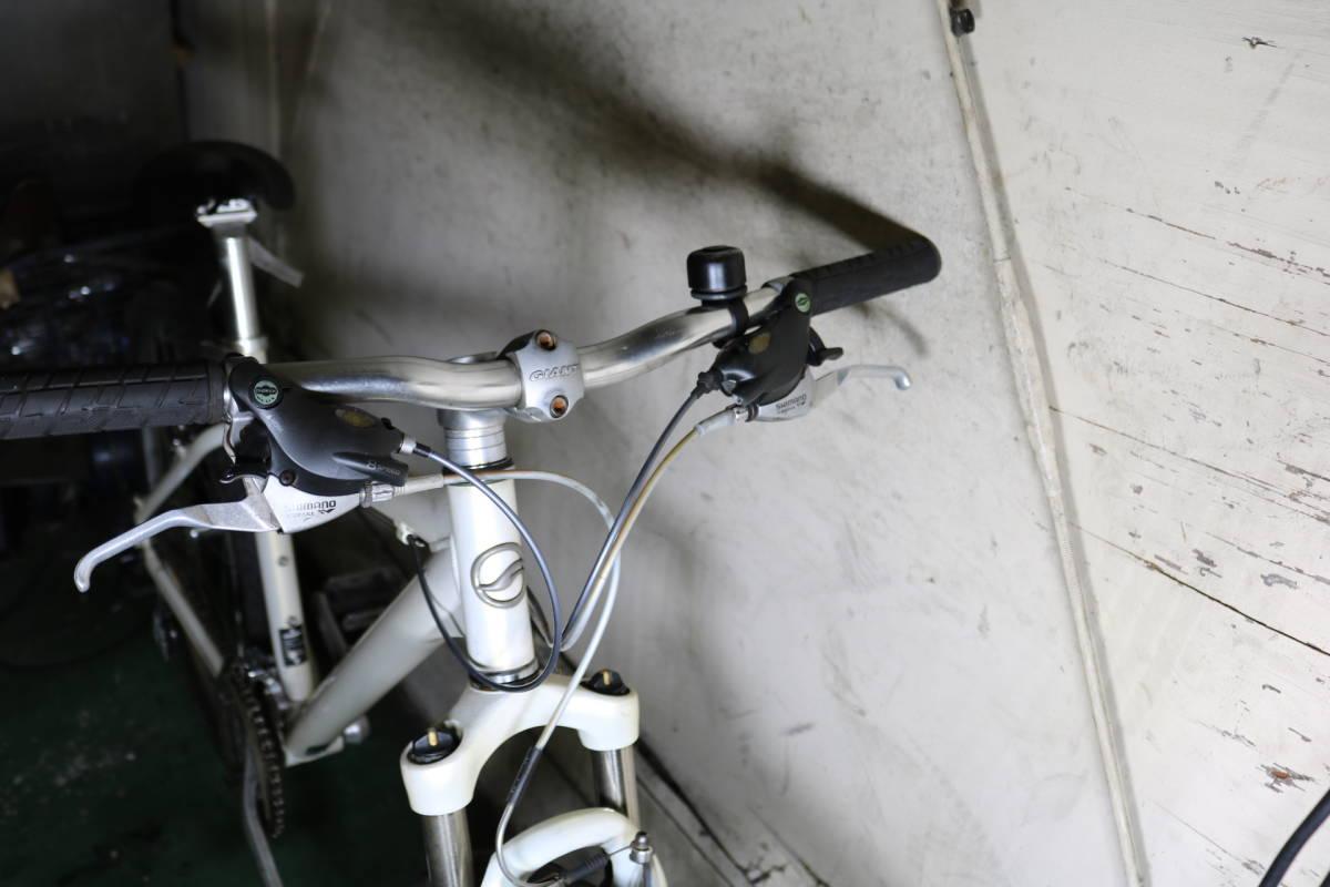 良品!GIANT ROCK5200 アルミ 24速 26インチ 440mm 新品サドル付き _画像3