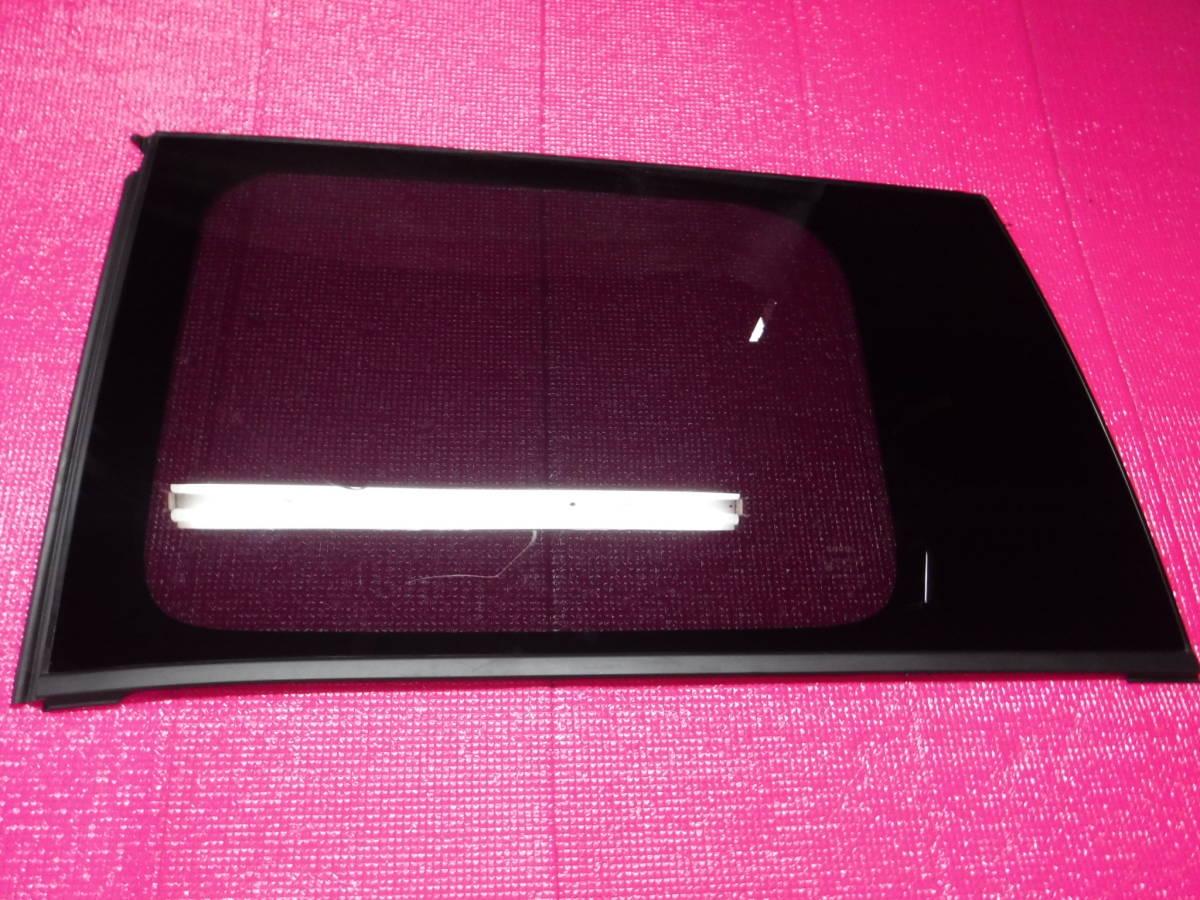 ヴォクシー ZRR80W リア左 クォーター ガラス サイド_画像1