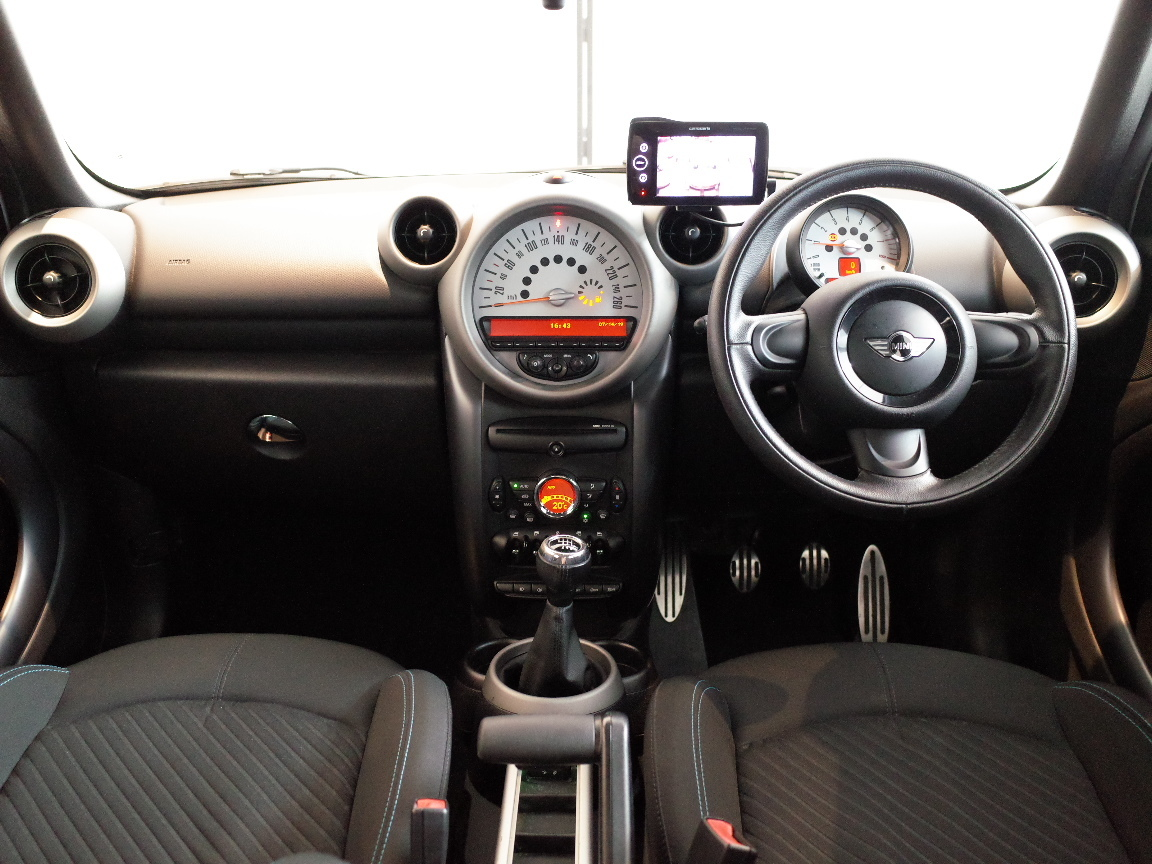 【売切りMAX・R60・24年式】 MINI Xオーバー 4WD 6速MT車 ワンオーナー 禁煙 社外ナビTV 純正17AW プッシュE/G HID ETC 車検令和3年3月★_画像6