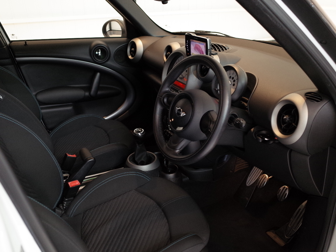 【売切りMAX・R60・24年式】 MINI Xオーバー 4WD 6速MT車 ワンオーナー 禁煙 社外ナビTV 純正17AW プッシュE/G HID ETC 車検令和3年3月★_画像7
