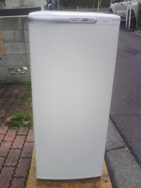 三菱冷凍庫MFーU12EーW、122リットルです。