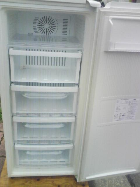 三菱冷凍庫MFーU12EーW、122リットルです。_画像2