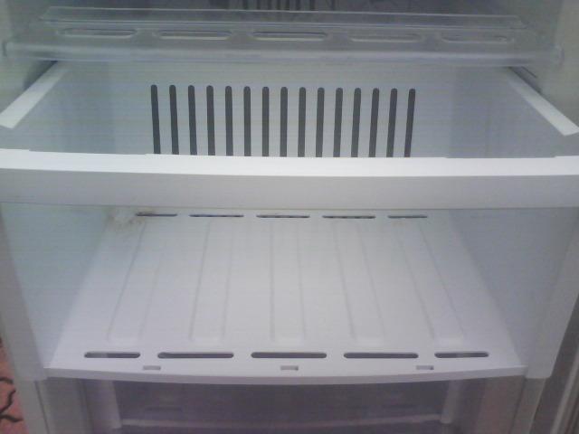 三菱冷凍庫MFーU12EーW、122リットルです。_画像3