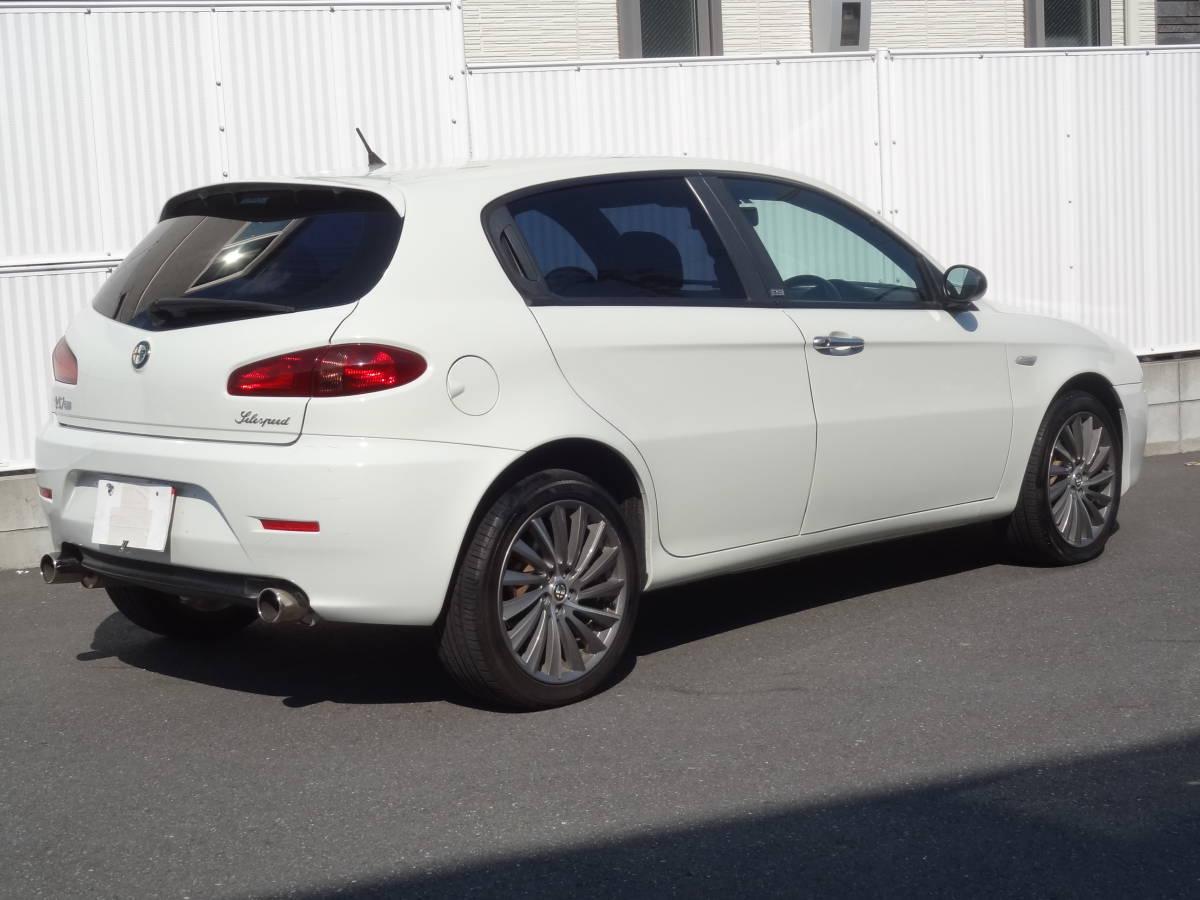 人気の白 限定車CNCアルファロメオ147 2,0TSガラスサンルーフ 純正17アルミスポーツマフラー ナビ ハーフレザー内外装美車_画像4