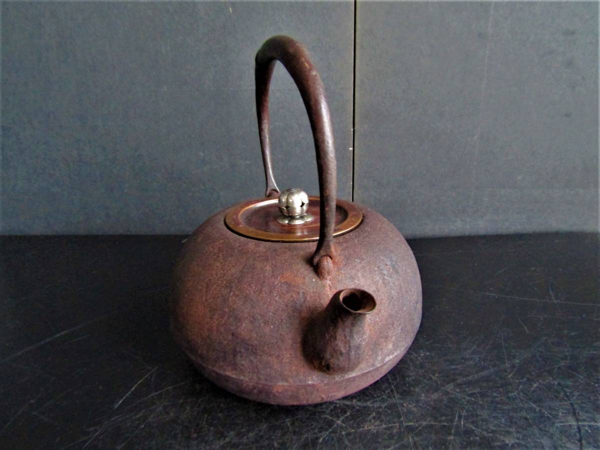 鉄瓶 南部 名人薫山 (在銘)虫食い 銀摘み 斑紫銅蓋 煎茶道具_画像3