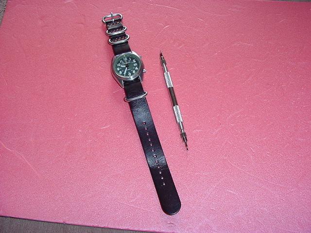 必要充分な機能を備えた CASIO OVW-100BJ 腕時計 ①