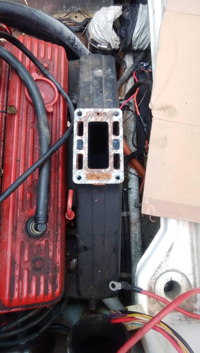 組合せのエンジン排気管錆び腐食微小