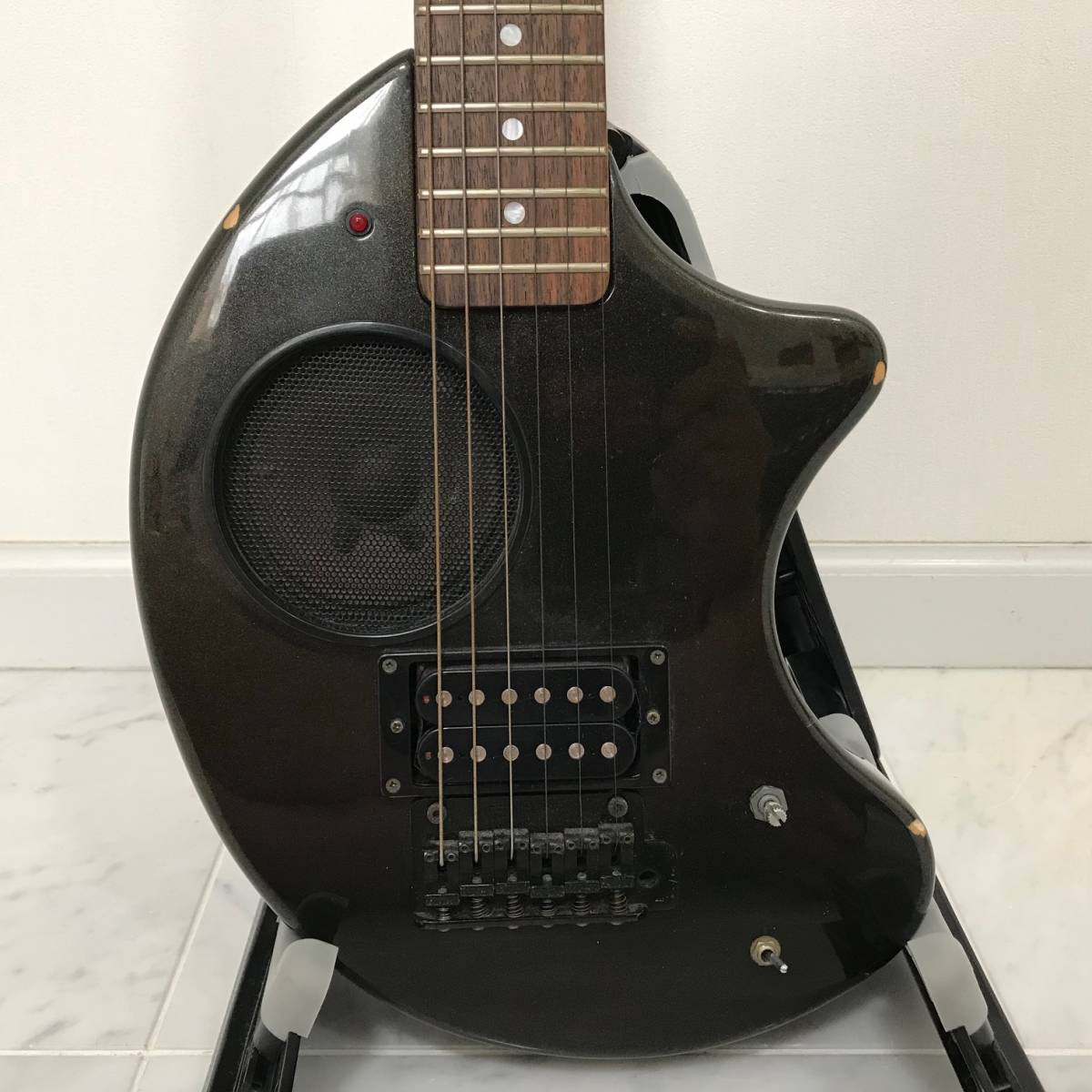 ZO-3 芸達者 ディストーション アンプ内臓 GOTOHペグ ギター ブラックメタリック ジャンク FERNANDES_画像3