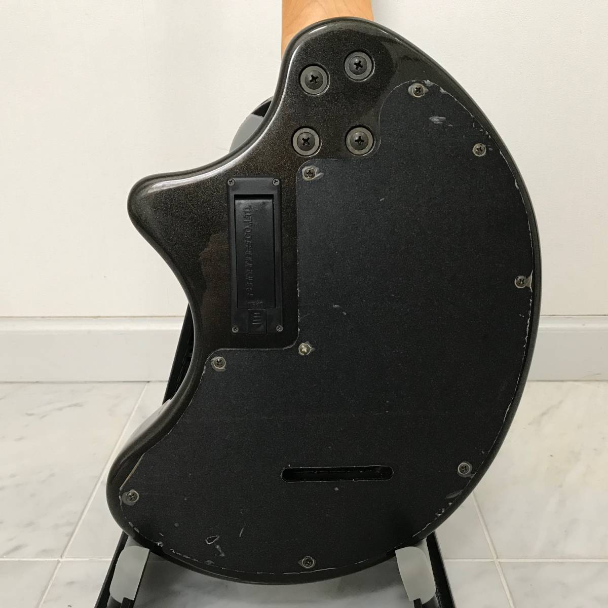 ZO-3 芸達者 ディストーション アンプ内臓 GOTOHペグ ギター ブラックメタリック ジャンク FERNANDES_画像9