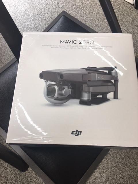 DJI Mavic 2 pro 本体以外の付属品のみ 新品同様品 送信機 バッテリー カメラカバー ケーブル類 プロペラ 充電器?など