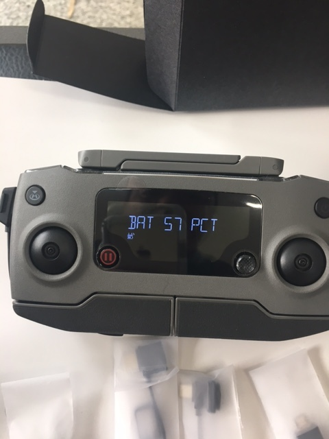 DJI Mavic 2 pro 本体以外の付属品のみ 新品同様品 送信機 バッテリー カメラカバー ケーブル類 プロペラ 充電器?など_画像3