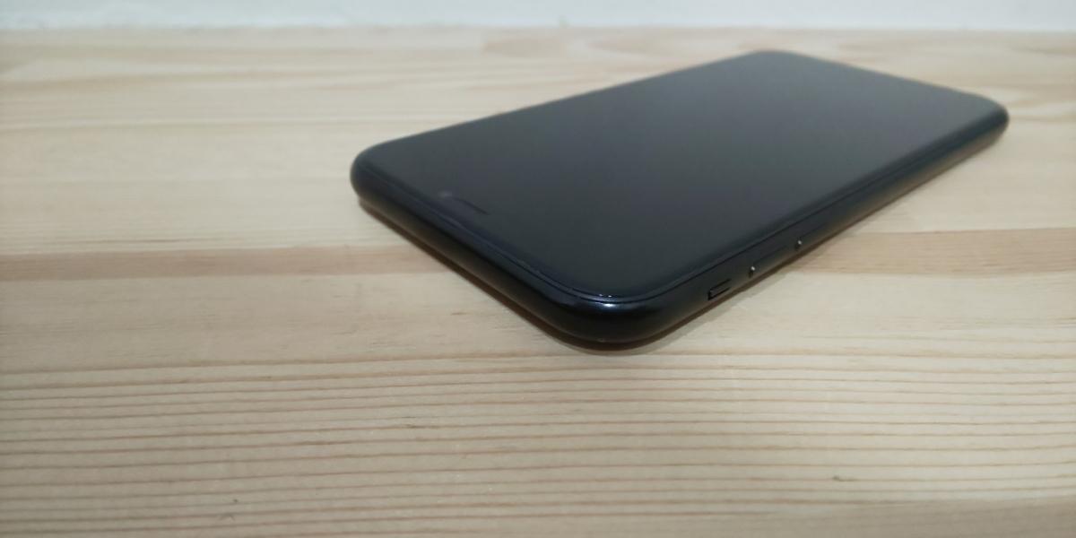 ★ SIMフリー ドコモ iPhone XR 256GB ブラック 電池100%_画像7