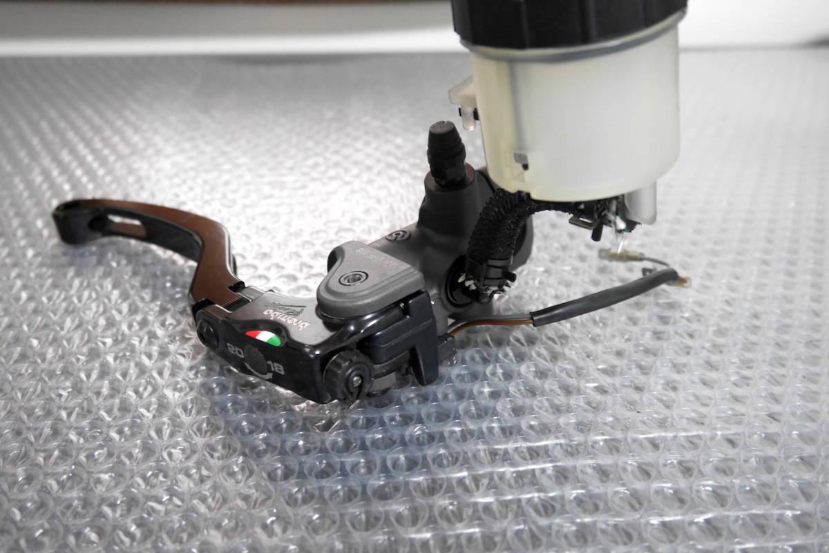 brembo 17RCS ブレンボ ラジアルブレーキマスター タンク ステー スイッチ付き USED品 ショートレバー_画像3