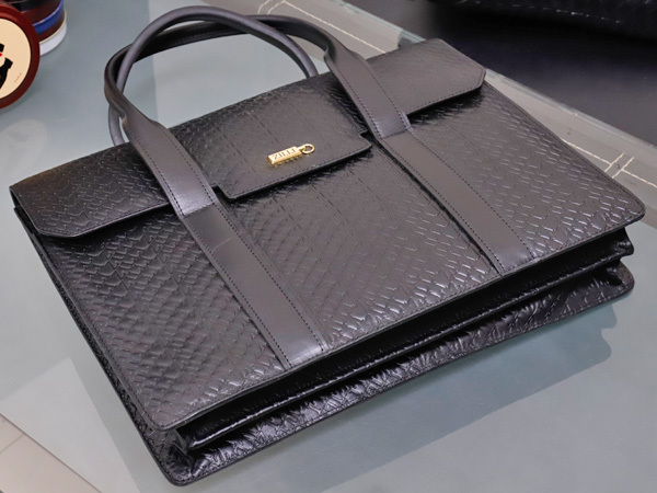 超美品 ジリー 最高級エンボスドレザーWコンパートメントメンズ書類ビジネスバッグ 黒 ブラック 仕事鞄 ブリーフケース ZILLI 本物 正規_画像3