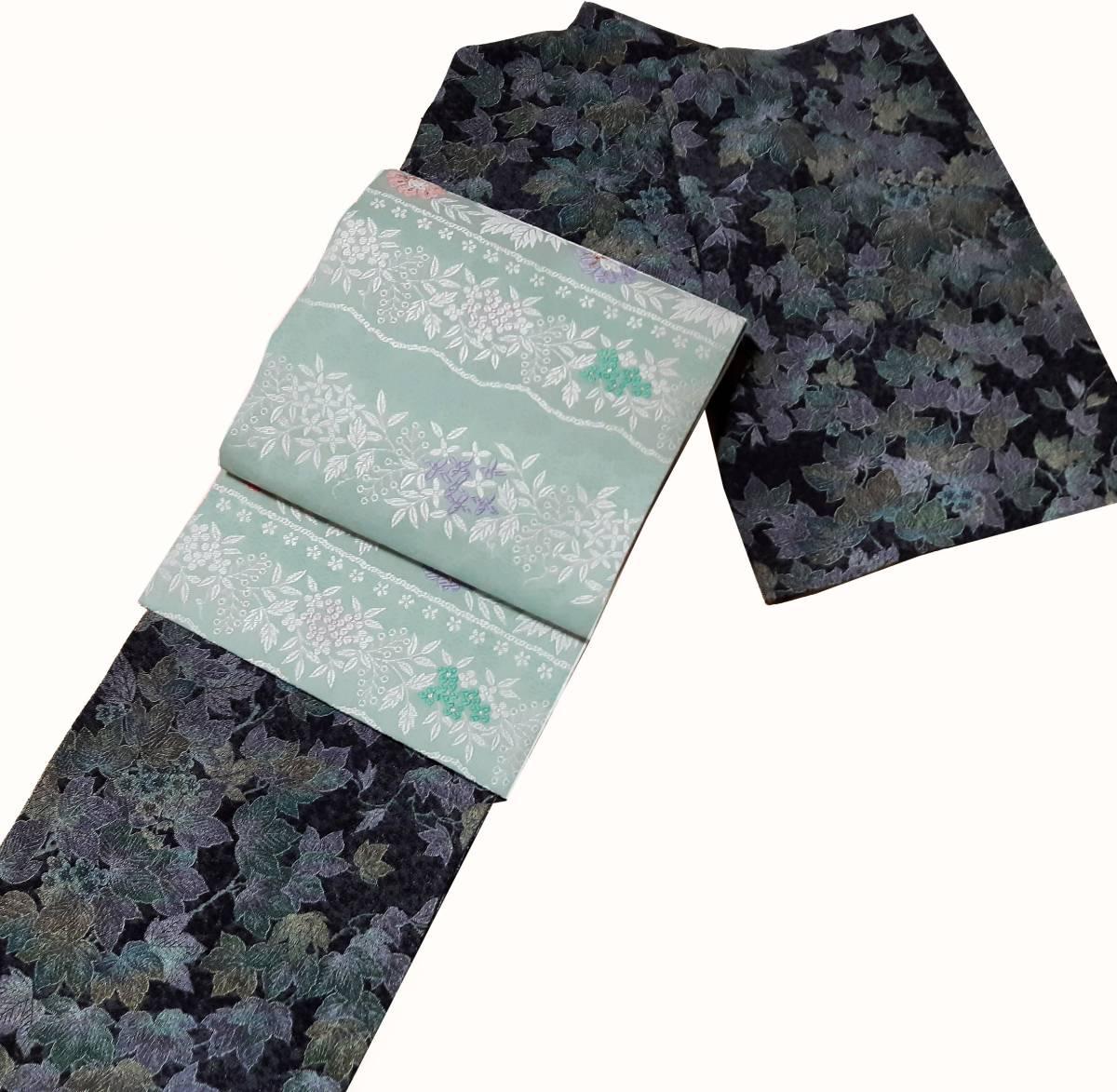 柄の色と帯のミントグリーンが良くマッチ