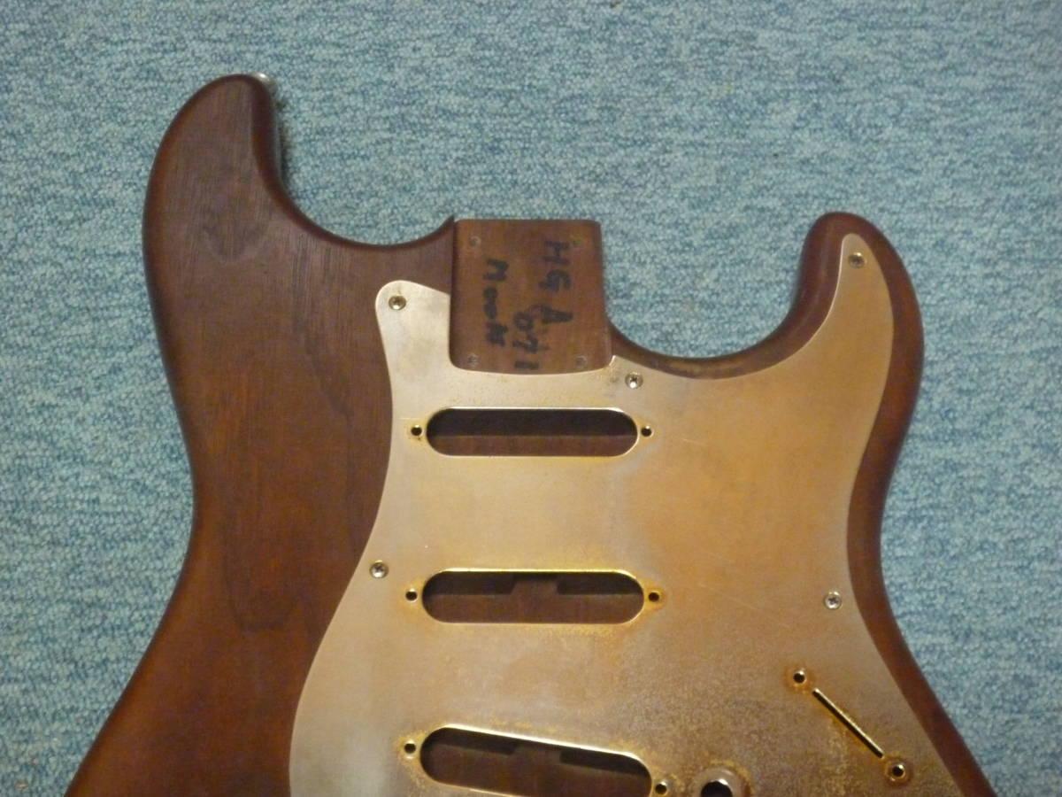 1980年代製 MOON Walnut 2PC Stratocaster Style Body ムーン ウォルナット材 2ピース ストラト スタイル ボディ ブラスピックガード PGM_画像3