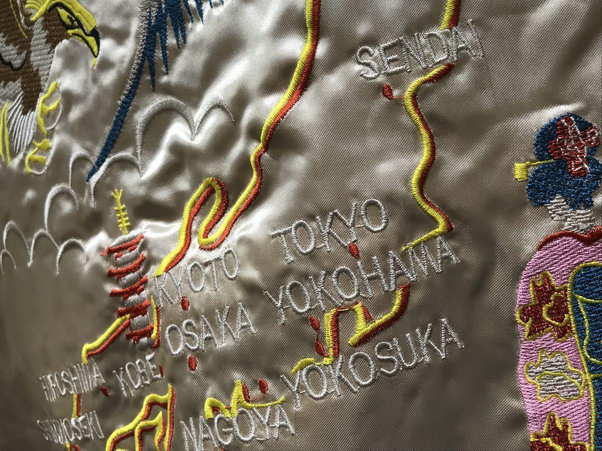 SALE 中綿入り 【M】横須賀発祥 スカジャン 横須賀ジャンパー SUKAJAN サテン地 刺繍 HAWK 鷹 タカ 日本地図 MAP 内ポケットあり ゴールド_画像2