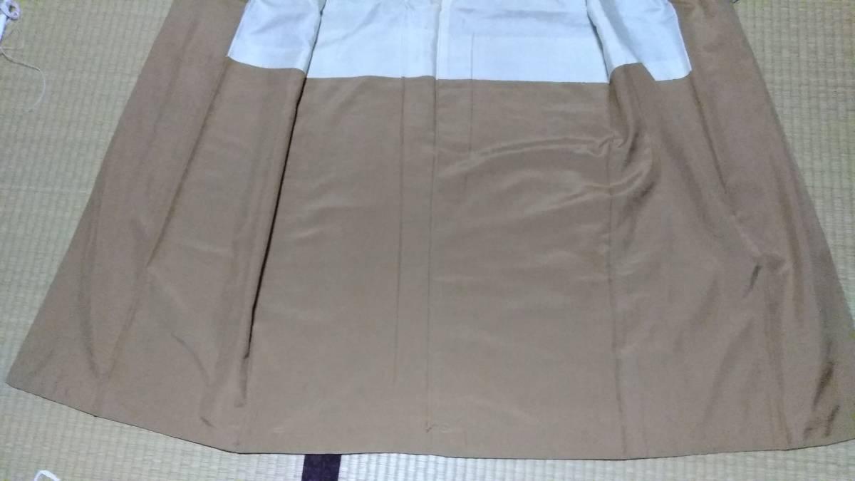 ブラウングレーまたは淡いグリーングレーの地色、紬のきもの、後染め小紋の柄、アンティーク、面白い、正絹_画像8