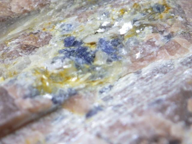 金緑石、サファイア入り紅柱石 福島県石川郡石川町北須釜 重さ約600g_画像2