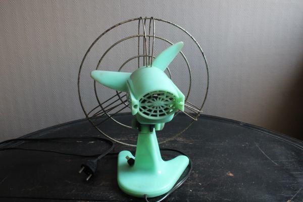 イタリア アンティーク 古い扇風機 bjm プラスチック製 グリーン 実働 220V_画像6