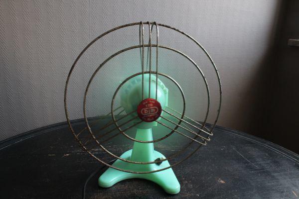 イタリア アンティーク 古い扇風機 bjm プラスチック製 グリーン 実働 220V_画像9