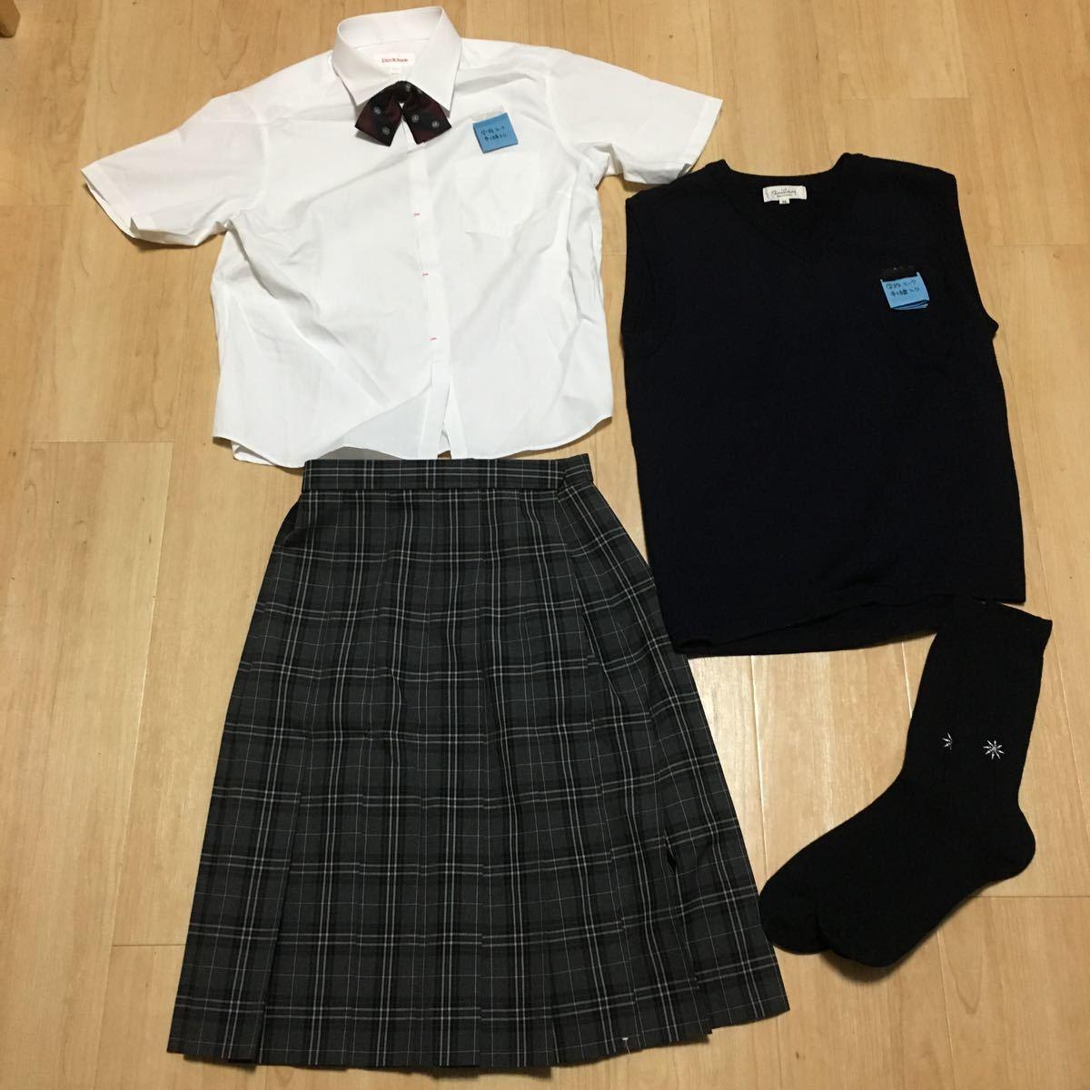 【コスプレ 女子高校制服5点セット】女子半袖ブラウス、夏スカート、ニットベスト、靴下、リボン展示見本使用中古