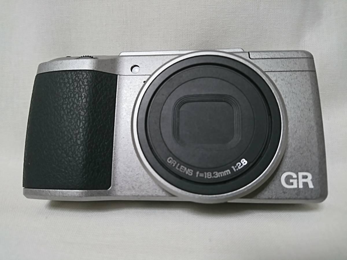 2台セット&おまけ多数!お買い得品!世界限定3200台 RICOH GRⅡ Silver Edition & GR DIGITALⅣ コンデジ GV-1&GH-3_画像2