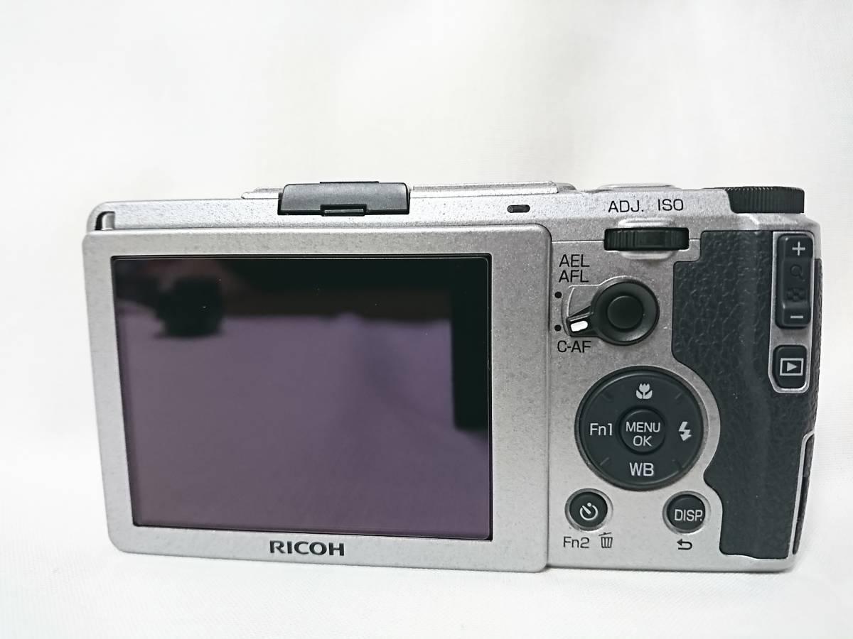 2台セット&おまけ多数!お買い得品!世界限定3200台 RICOH GRⅡ Silver Edition & GR DIGITALⅣ コンデジ GV-1&GH-3_画像3