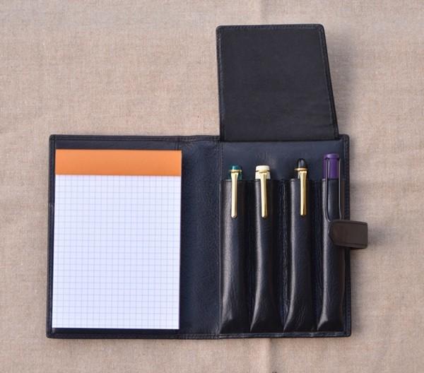 万年筆を4本まで収納可能