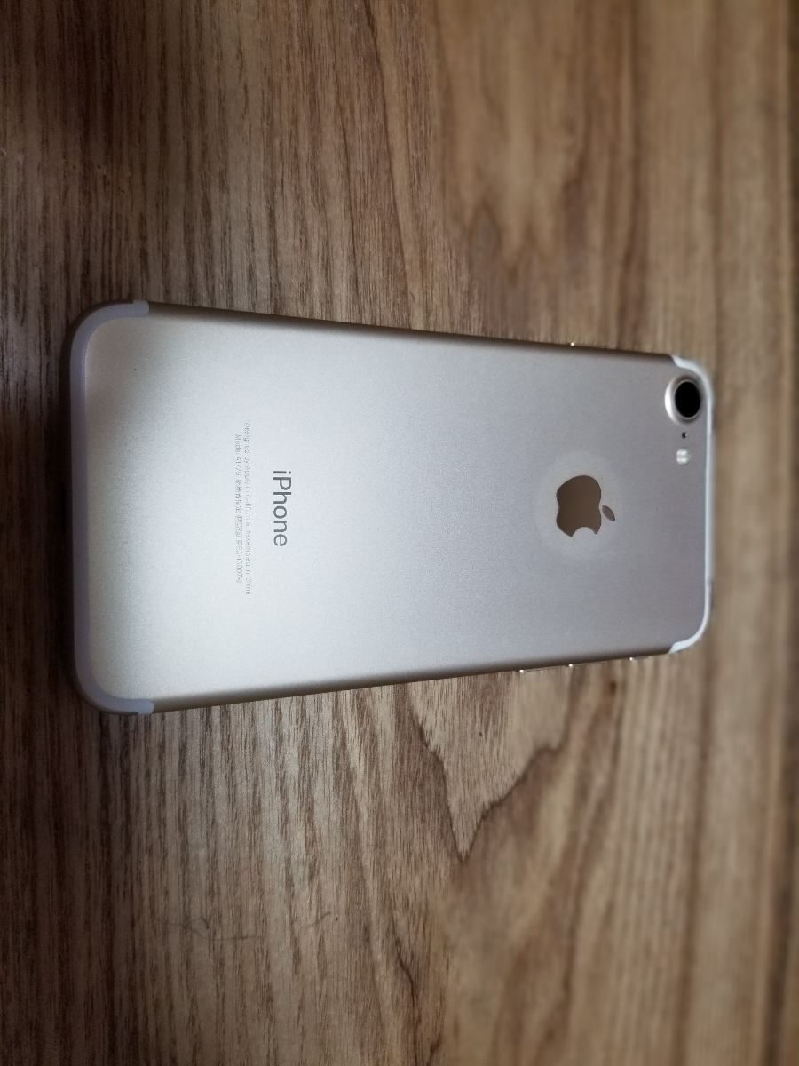 中古美品 docomo iPhone7 ゴールド 32GB 本体 残債無し SIMフリー SIMロック解除済み Apple 白ロム_画像3
