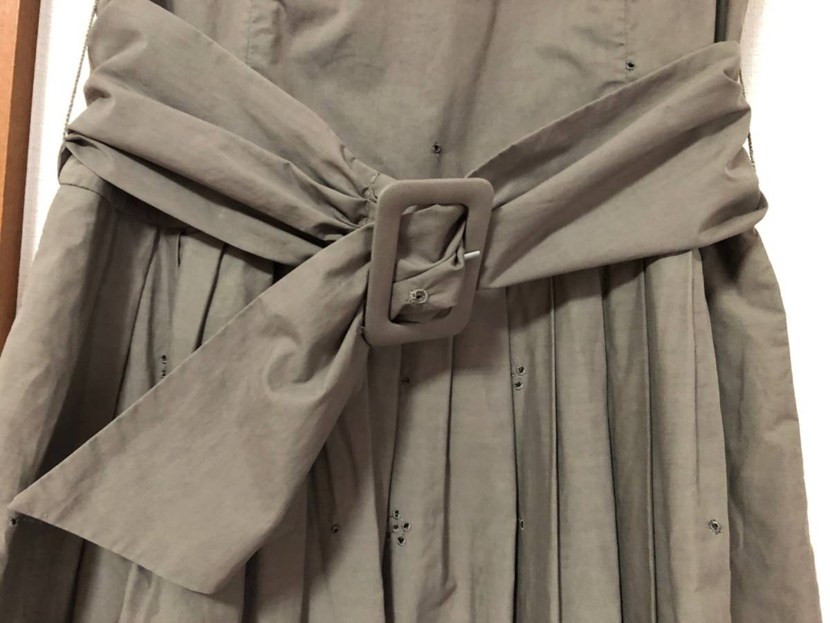 エムズグレイシー カタログ掲載 のワンピース 38(9号)美品(1回のみ着用) ⑩グレーの刺繍ワンピース_画像6
